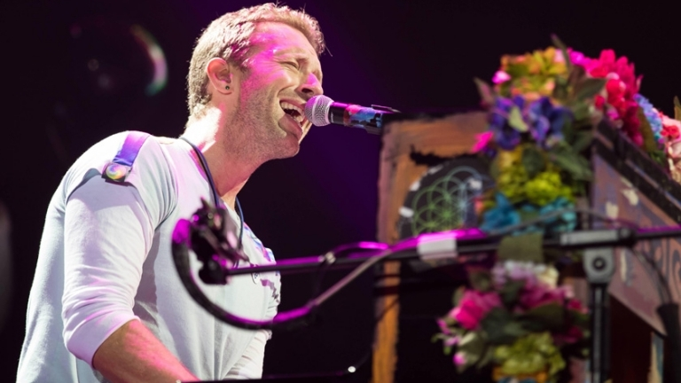 Coldplay - Chris Martin performing